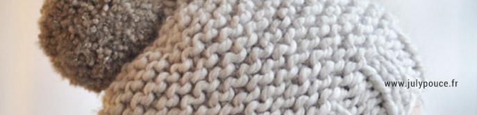 Un joli tuto de bonnet gratuit avec un gros pompon pour débutant réalisé au point mousse.