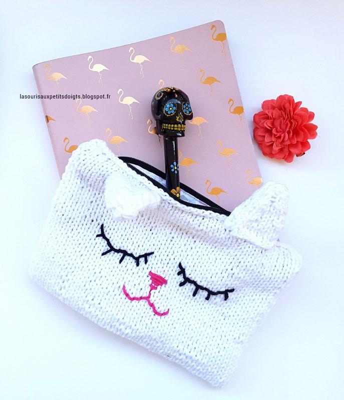 Pochette tricoté en laine blanche en forme de chat