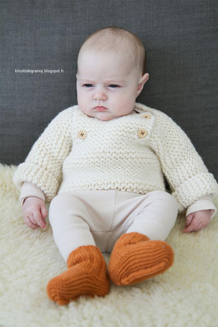 Modèle tricot facile et rapide de pull pour bébé au point mousse