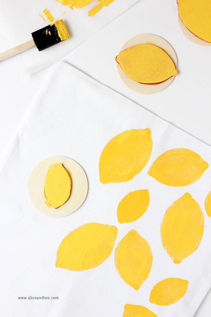 Tutoriel facile pour customiser un tote bag avec de la peinture pour tissu